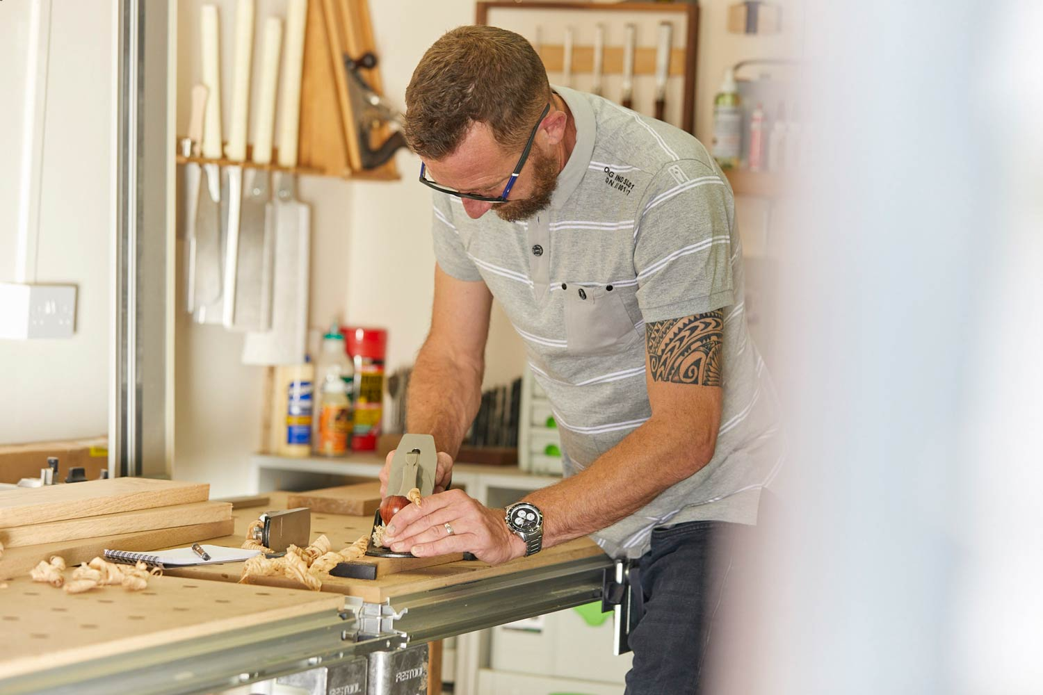 https://richardpearcewoodwork.com/wp-content/uploads/sites/6/2017/09/Richard-Pearce-working-in-workshop-woodwork-joinery-cornwall.jpg