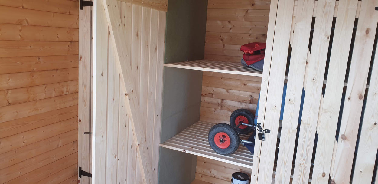 Summer house joinery shelving 10